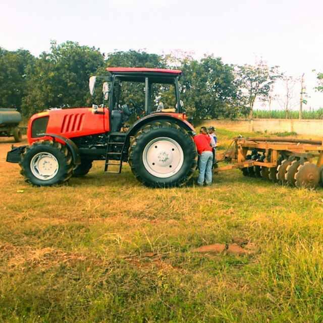 Traktor 4 Roda 150 HP BELARUS 1523.3