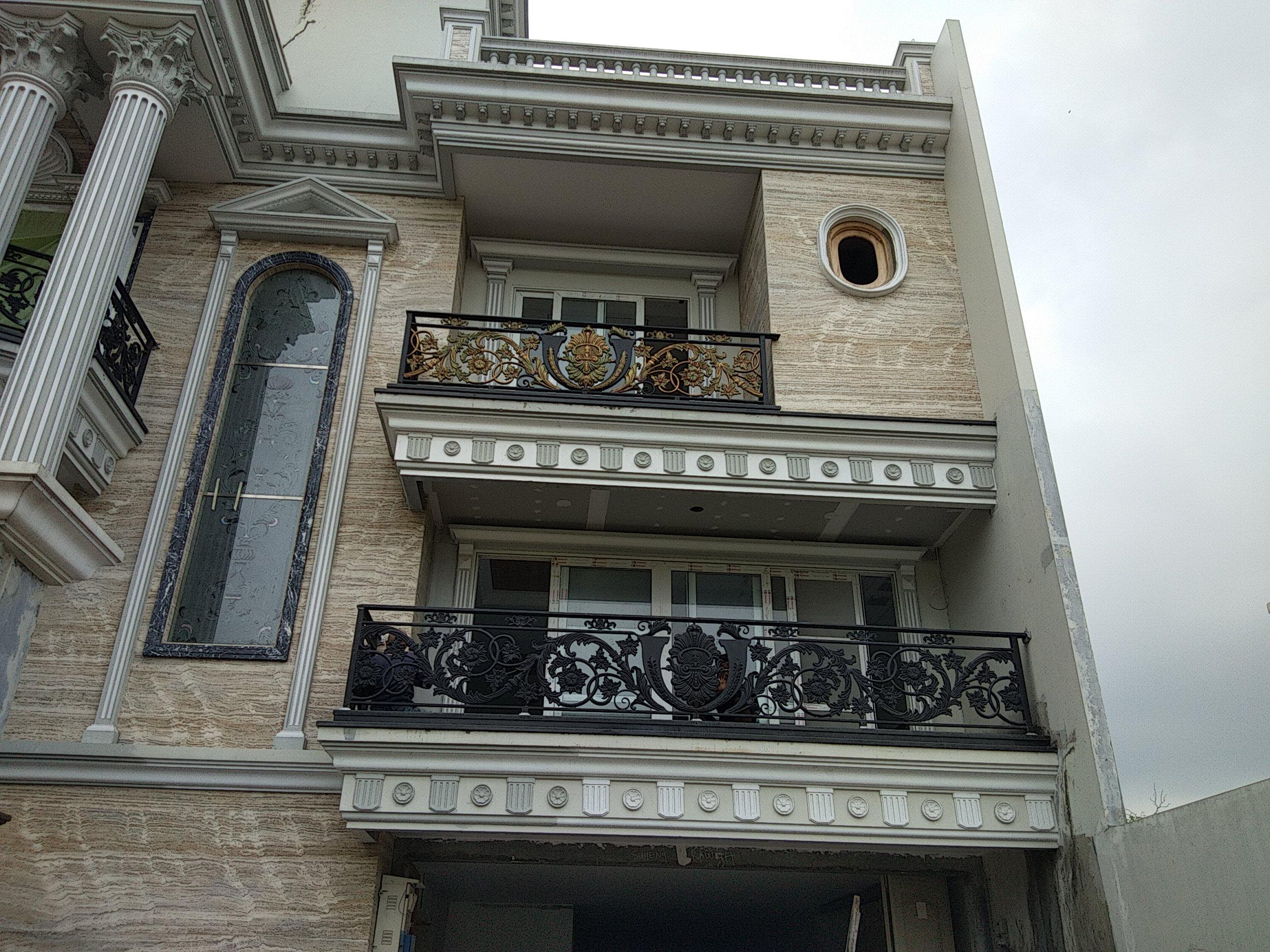Balkon Rumah Klasik